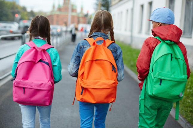kids-wearing-backpacks
